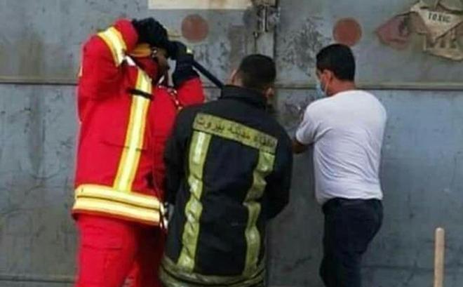 Lebanon: Nhói lòng hình ảnh 3 lính cứu hỏa phá khoá xông vào tử địa