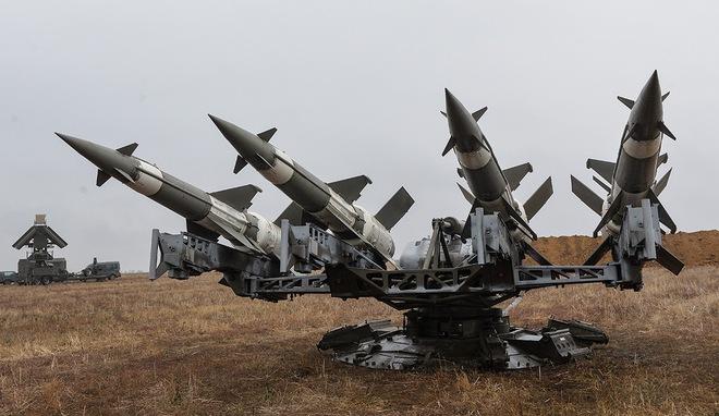 Ukraine tái biên chế hệ thống phòng không S-125, kéo tên lửa tới sát biên giới Nga - Ảnh 1.