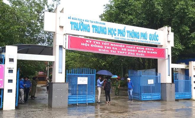 Phú Quốc: Phó chủ tịch xã thi tốt nghiệp với học sinh cấp 3 - Ảnh 1.