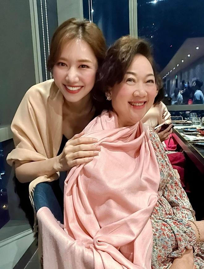 Mối quan hệ của Hari Won và mẹ Trấn Thành sau 4 năm làm dâu - Ảnh 1.