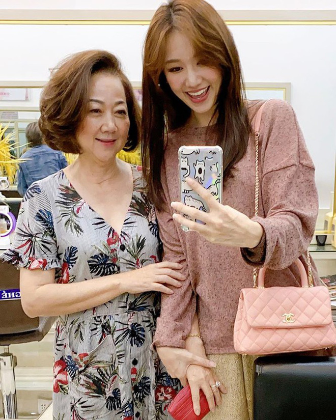 Mối quan hệ của Hari Won và mẹ Trấn Thành sau 4 năm làm dâu - Ảnh 2.