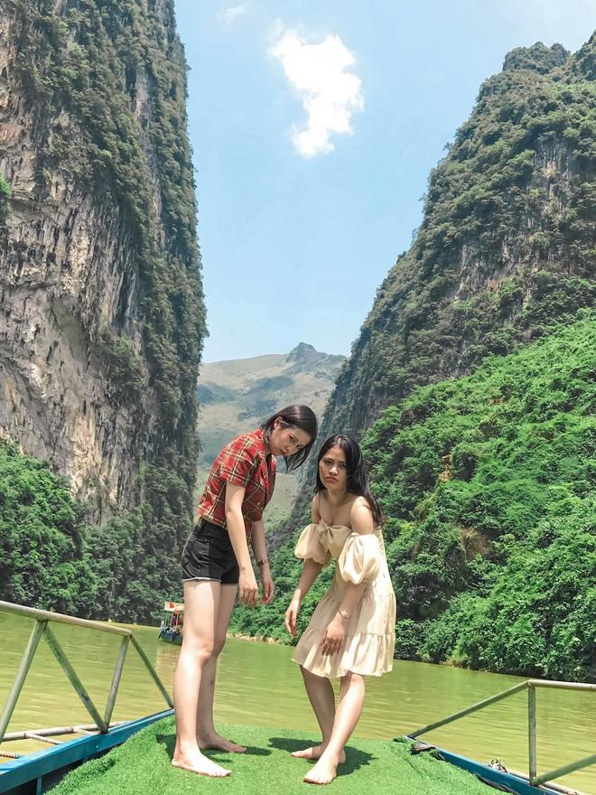 Hai cô gái rủ nhau phượt Hà Giang: Trải nghiệm mạo hiểm và loạt ảnh khó đỡ trên từng cây số - Ảnh 7.