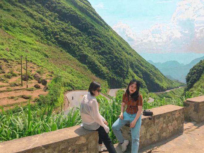 Hai cô gái rủ nhau phượt Hà Giang: Trải nghiệm mạo hiểm và loạt ảnh khó đỡ trên từng cây số - Ảnh 1.