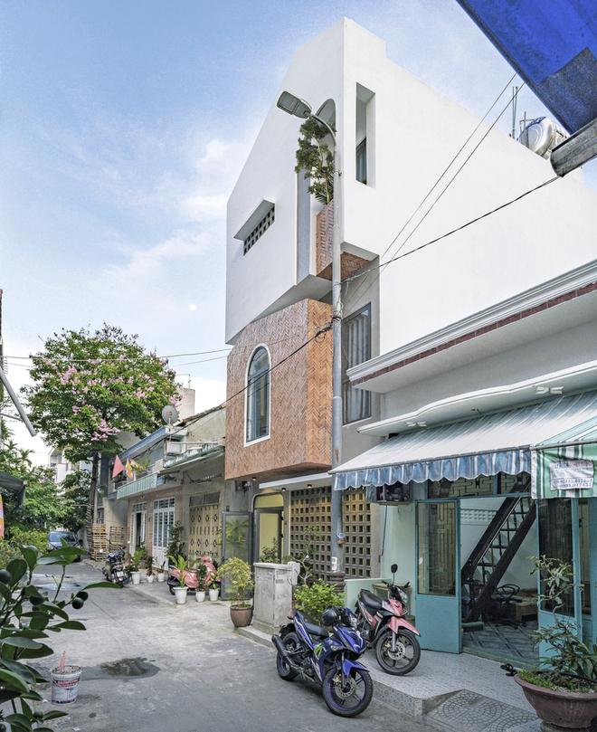 Ngôi nhà 50m2 trong hẻm ở Đà Nẵng có gì mà được giới thiệu trên báo Mỹ? - Ảnh 1.
