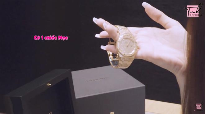 Choáng với bộ sưu tập đồng hồ tiền tỷ của Nữ hoàng nội y Ngọc Trinh - Ảnh 1.