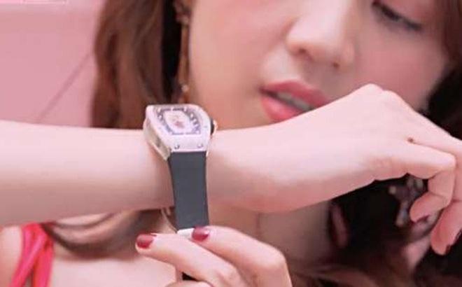 """Choáng với bộ sưu tập đồng hồ tiền tỷ của """"Nữ hoàng nội y"""" Ngọc Trinh"""