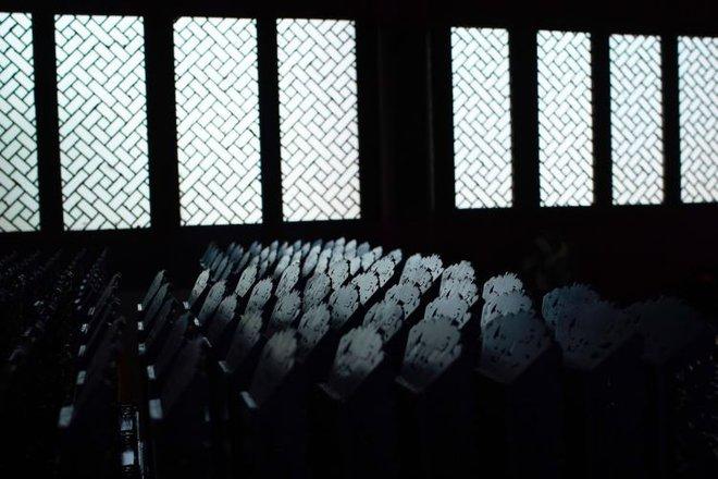 Ngôi đền thờ hàng trăm người chết trong đại dịch COVID-19 tại Trung Quốc - Ảnh 1.