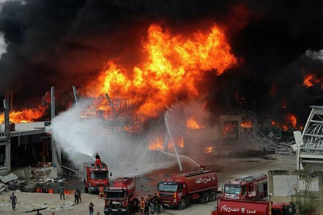 Hé lộ nguyên nhân bùng phát đám cháy ở cảng Beirut - Ảnh 4.