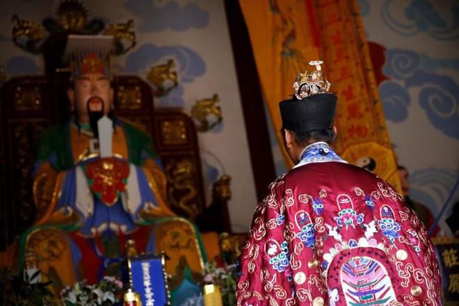 Ngôi đền thờ hàng trăm người chết trong đại dịch COVID-19 tại Trung Quốc - Ảnh 2.