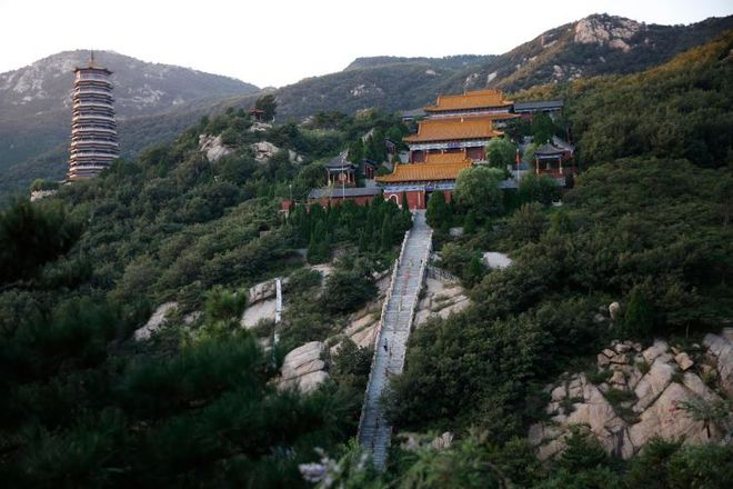 Ngôi đền thờ hàng trăm người chết trong đại dịch COVID-19 tại Trung Quốc - Ảnh 3.