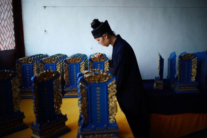 Ngôi đền thờ hàng trăm người chết trong đại dịch COVID-19 tại Trung Quốc - Ảnh 5.