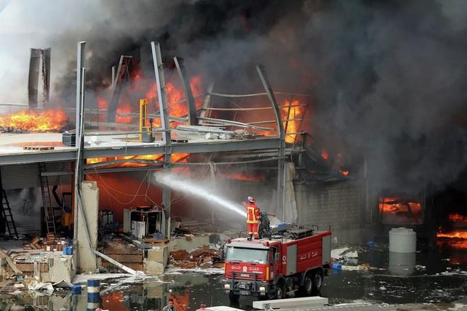 Hé lộ nguyên nhân bùng phát đám cháy ở cảng Beirut - Ảnh 8.