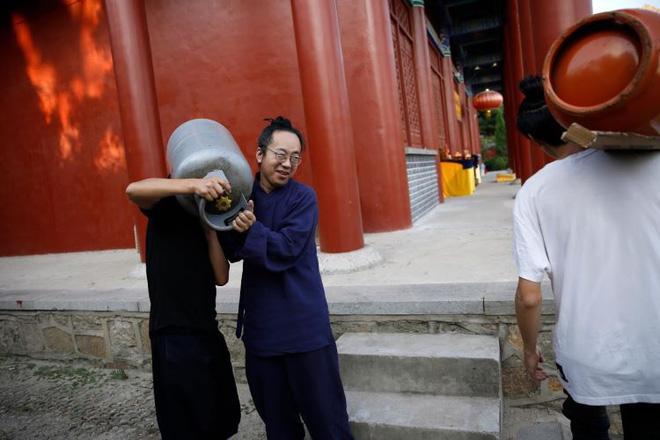 Ngôi đền thờ hàng trăm người chết trong đại dịch COVID-19 tại Trung Quốc - Ảnh 7.