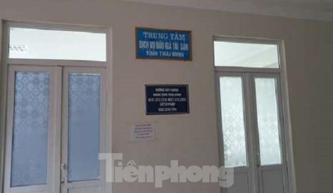Thêm cán bộ của Trung tâm Dịch vụ đấu giá Thái Bình bị bắt giam vì tội tham ô - Ảnh 1.