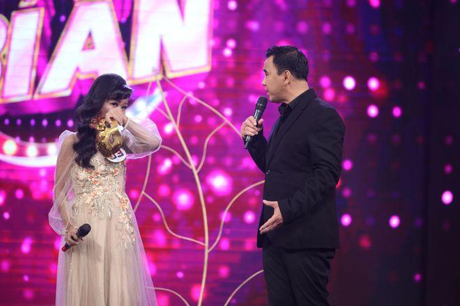 6 năm nghỉ hát vì bệnh hiểm nghèo, ca sĩ Thái Trân bật khóc trở lại sân khấu - Ảnh 4.
