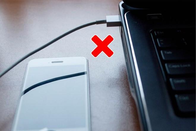 10 lỗi sai chúng ta hay mắc khi sạc điện thoại: Cần từ bỏ càng sớm càng tốt! - Ảnh 11.
