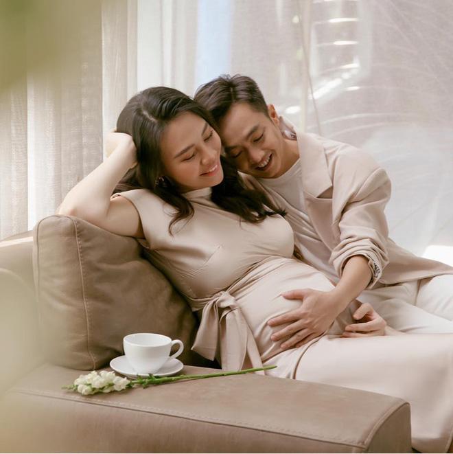 Ngỡ ngàng với cách Cường đô la chăm lo cho con gái mới sinh - Ảnh 1.