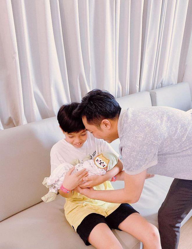 Ngỡ ngàng với cách Cường đô la chăm lo cho con gái mới sinh - Ảnh 10.