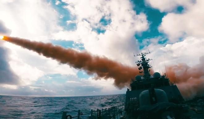 Máy bay Trung Quốc ồ ạt ở không phận, Đài Loan tập trận suốt ngày đêm với sự hỗ trợ của Mỹ - Ảnh 2.