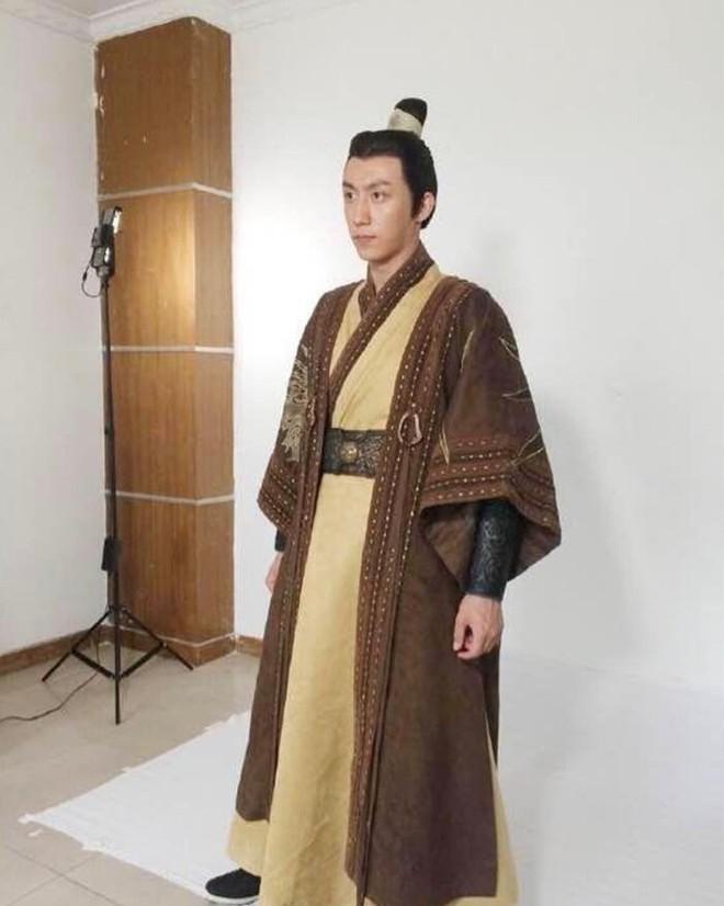 Loạt mỹ nam Hoa ngữ kém duyên với tạo hình cổ trang - Ảnh 8.
