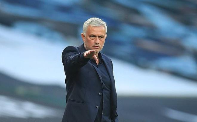 Thua trận ra quân, Mourinho nổi giận trách học trò lười biếng