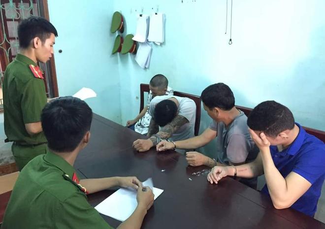 Nhóm cẩu tặc mang theo súng kiếm đi khắp tỉnh Nghệ An, mỗi đêm trộm nửa tấn chó - Ảnh 3.
