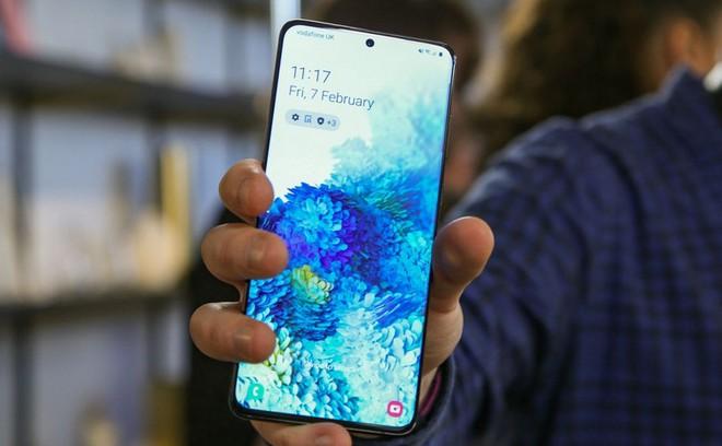 Galaxy S21 có thể là mẫu flagship cuối cùng của Samsung còn camera trên màn hình - Ảnh 1.