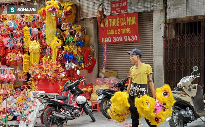 Bất ngờ tại con phố dài hơn 300m một năm thay áo vài lần ở Hà Nội  - Ảnh 9.