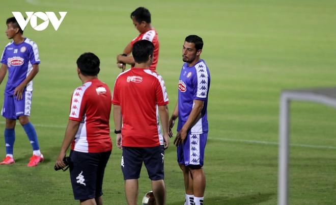 Không được thi đấu, Công Phượng vẫn hăng say tập luyện cùng CLB TPHCM - Ảnh 11.