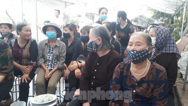 Đồng đội, làng xóm tiếc thương cảnh sát cơ động hi sinh ở Bắc Giang - Ảnh 4.