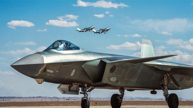 Báo Nga bóc mẽ chiến thắng 17:0 của tiêm kích tàng hình Trung Quốc: J-20 sợ Su-35? - Ảnh 1.