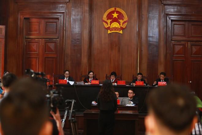 Ông Nguyễn Thành Tài tiều tuỵ hầu toà vụ gây thất thoát 1.927 tỷ đồng - Ảnh 1.