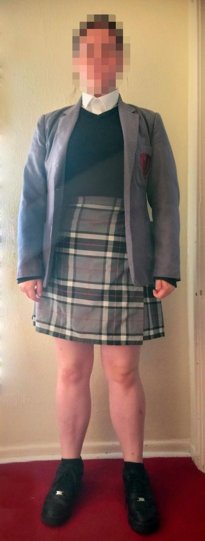 Con gái bị kiểm tra đồng phục ở trường rồi bị đuổi về nhà, lý do khiến phụ huynh phẫn nộ - Ảnh 2.