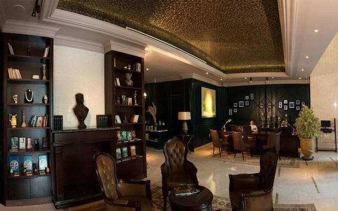Khách sạn 4 sao có hồ bơi, view ngắm cảnh đêm Sài Gòn được rao bán với giá bất ngờ - Ảnh 2.