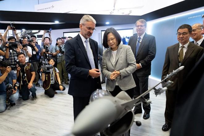 Reuters: Ông Trump duyệt bán lô vũ khí chưa từng có cho Đài Loan, thách thức Trung Quốc - ảnh 1
