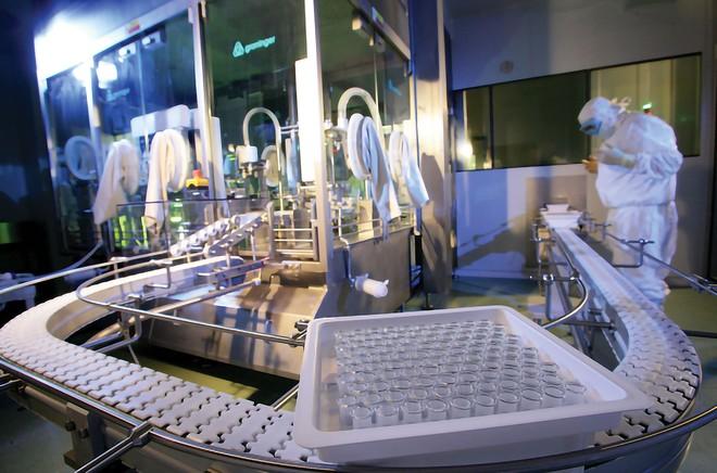 Bê bối của nhà máy vaccine ở Trung Quốc: Dùng hàng quá đát khiến 3.245 người nhiễm bệnh! - Ảnh 2.