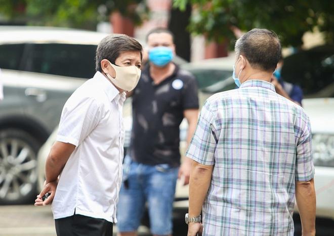 Ông Đoàn Ngọc Hải chở cậu bé mồ côi nghèo từ bệnh viện ở TP.HCM về Bến Tre - Ảnh 1.