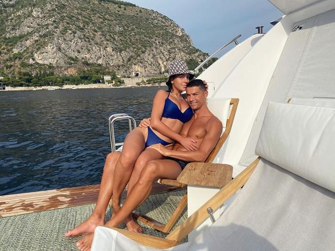 Cận cảnh nhan sắc nóng bỏng của siêu mẫu vừa được Ronaldo chi 18 tỷ để cầu hôn - Ảnh 3.
