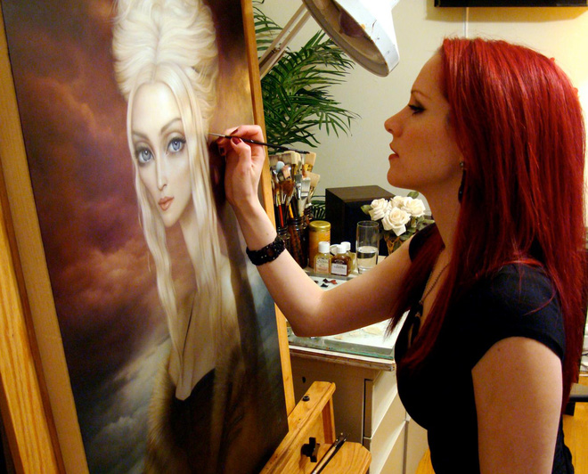 Căn bệnh hiếm gặp ẩn dưới làn da của nữ họa sĩ xinh đẹp: Tôi thấy mình như chết dần... - Ảnh 1.
