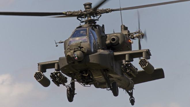 Clip: Mỹ trả đũa, điều trực thăng Apache vây hãm xe quân sự của Nga ở Syria - Ảnh 1.