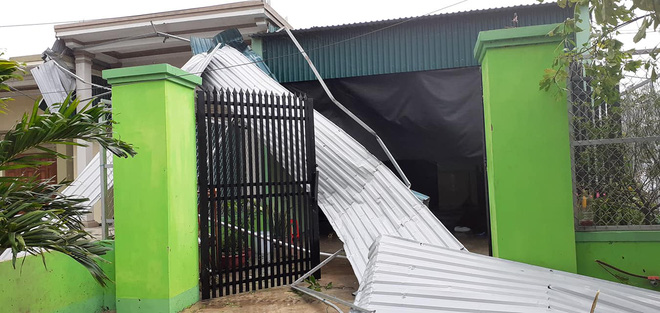Sau bão, nhiều hộ dân vẫn bị cô lập trong biển nước, cột viễn thông cao cả trăm mét bị xô đổ - Ảnh 20.