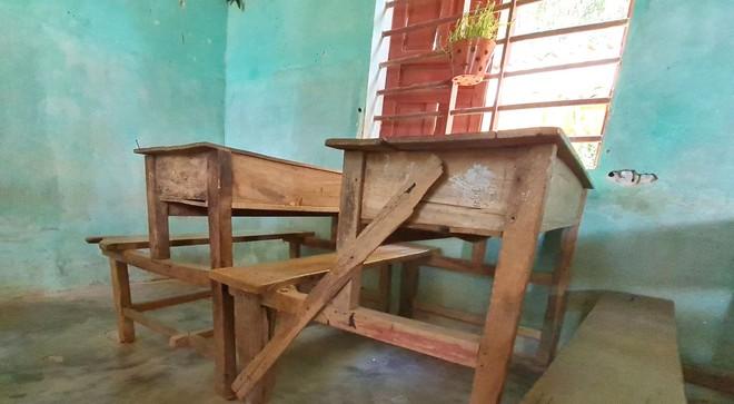 [Ảnh] Chi chít những vết nứt, trường học dọa sập khiến học sinh ám ảnh mỗi ngày đến trường  - Ảnh 24.