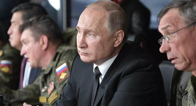 TT Putin phát đi thông điệp lạnh lùng về vũ khí Nga - Mỹ bất ngờ triển khai một loạt xe chiến đấu tới Syria - Ảnh 1.