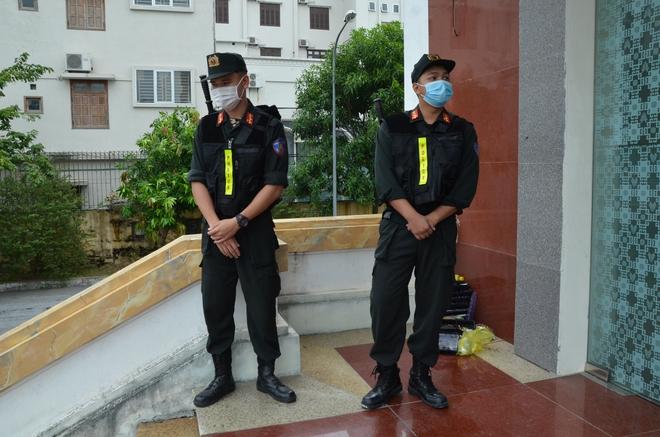 Cùng tội danh, vợ Đường Nhuệ bực tức tại tòa vì bản án bị đề nghị ngang Giám đốc Trung tâm dịch vụ đấu giá - Ảnh 4.