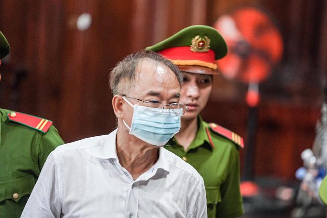 Xử vụ giao đất vàng nghìn tỷ: Ông Nguyễn Thành Tài bật khóc, xin lỗi người dân Sài Gòn khi nói lời sau cùng - Ảnh 2.