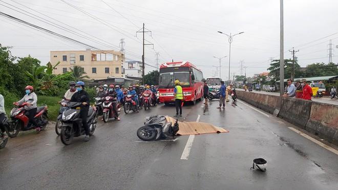 Quốc lộ 1 tắc gần 2km sau vụ tai nạn chết người - Ảnh 1.