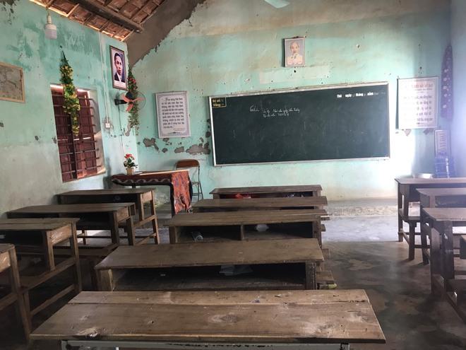 [Ảnh] Chi chít những vết nứt, trường học dọa sập khiến học sinh ám ảnh mỗi ngày đến trường  - Ảnh 28.