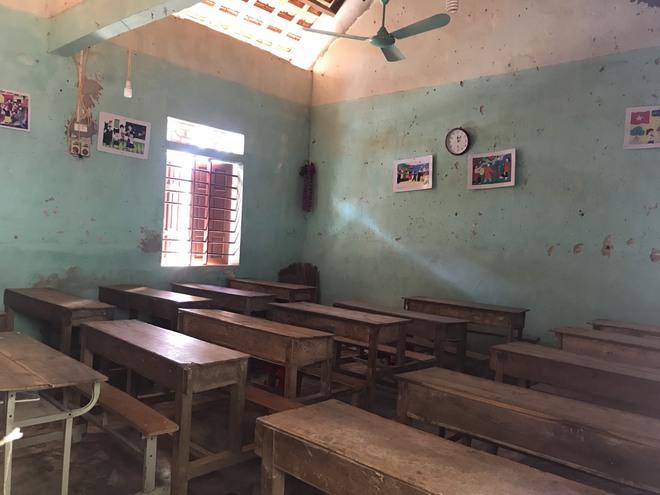 [Ảnh] Chi chít những vết nứt, trường học dọa sập khiến học sinh ám ảnh mỗi ngày đến trường  - Ảnh 20.