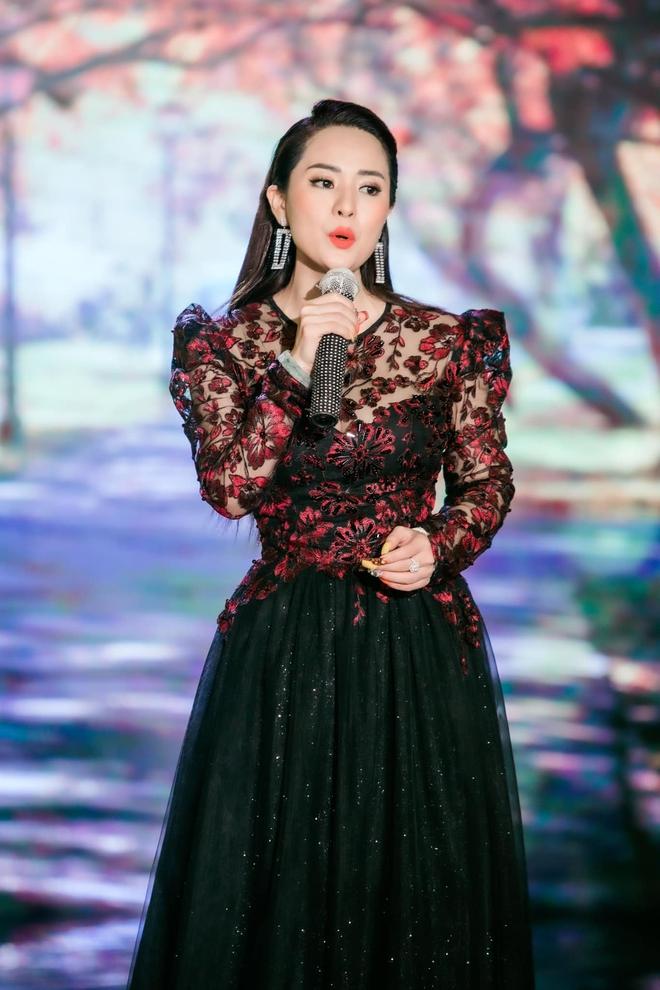 Nữ ca sĩ vừa hát 1 bài đã khiến Hoài Linh nhận làm con nuôi nóng bỏng đến đâu? - Ảnh 3.