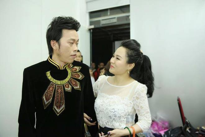 Nữ ca sĩ vừa hát 1 bài đã khiến Hoài Linh nhận làm con nuôi nóng bỏng đến đâu? - Ảnh 2.